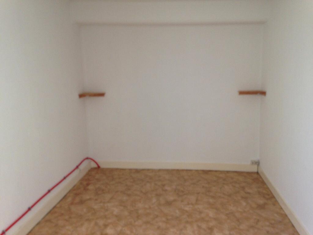 Appartement à louer 1 16m2 à Isles-les-Meldeuses vignette-2