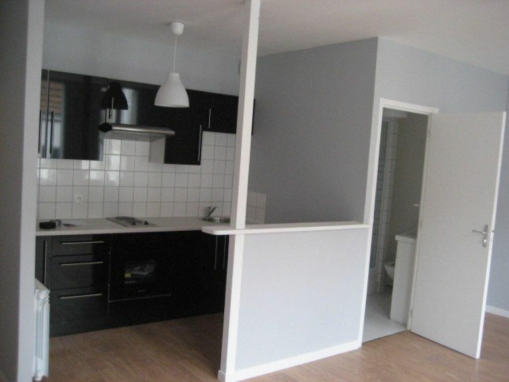 Appartement à louer 1 32.5m2 à Lizy-sur-Ourcq vignette-2