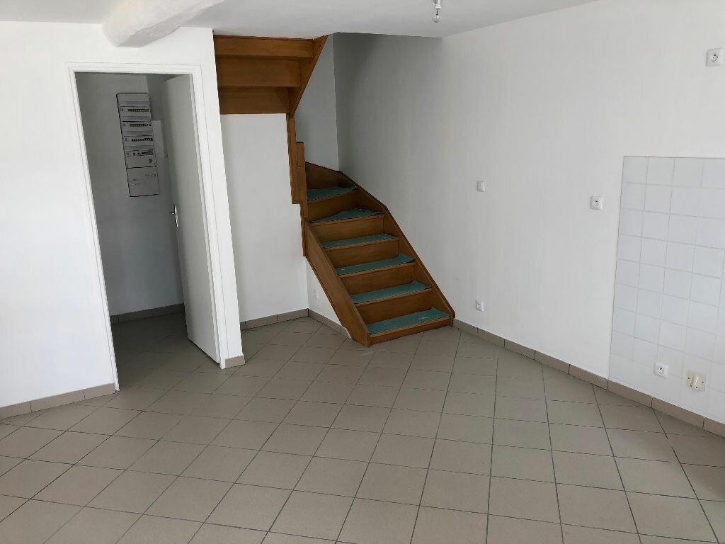 Maison à louer 5 100m2 à Vendrest vignette-5