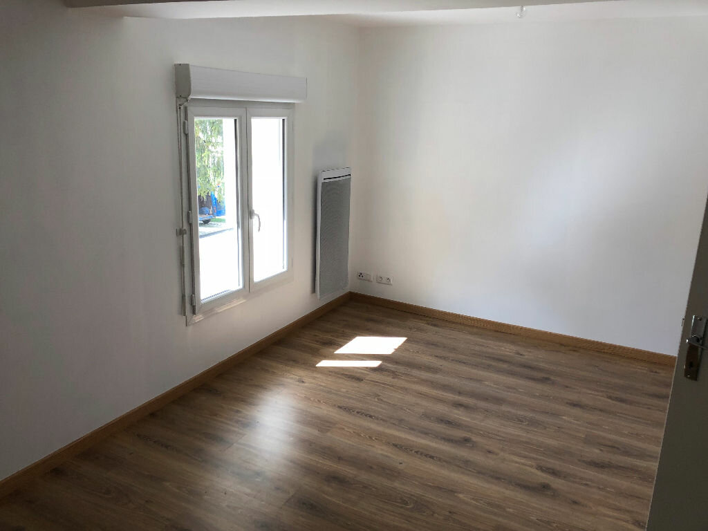 Maison à louer 5 100m2 à Vendrest vignette-6