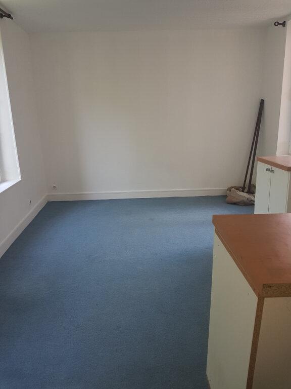 Appartement à louer 1 29m2 à Lizy-sur-Ourcq vignette-2