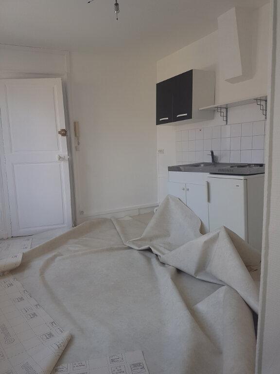 Appartement à louer 1 29m2 à Lizy-sur-Ourcq vignette-3