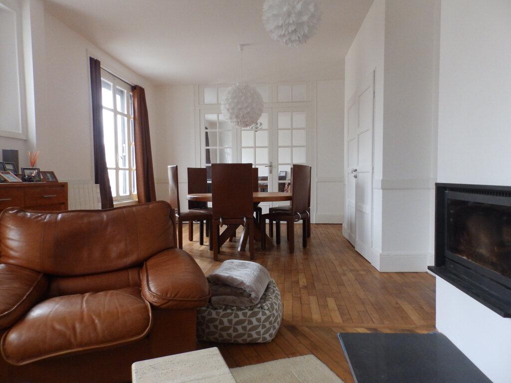 Appartement à vendre 4 107m2 à Vannes vignette-2