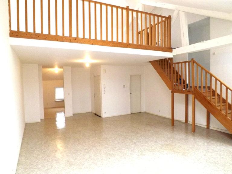 Appartement à louer 4 102m2 à Knutange vignette-1