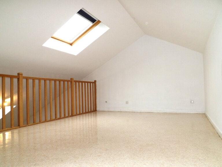 Appartement à louer 4 102m2 à Knutange vignette-2