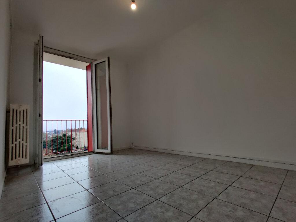 Appartement à louer 3 55.39m2 à Thionville vignette-1