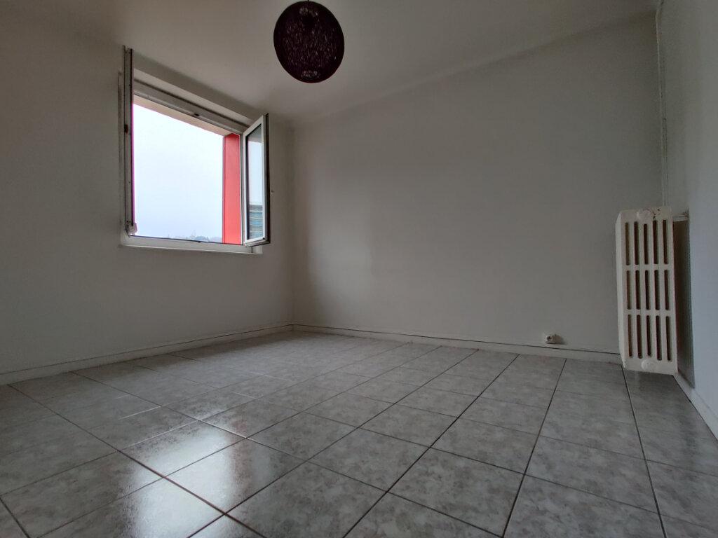 Appartement à louer 3 55.39m2 à Thionville vignette-2