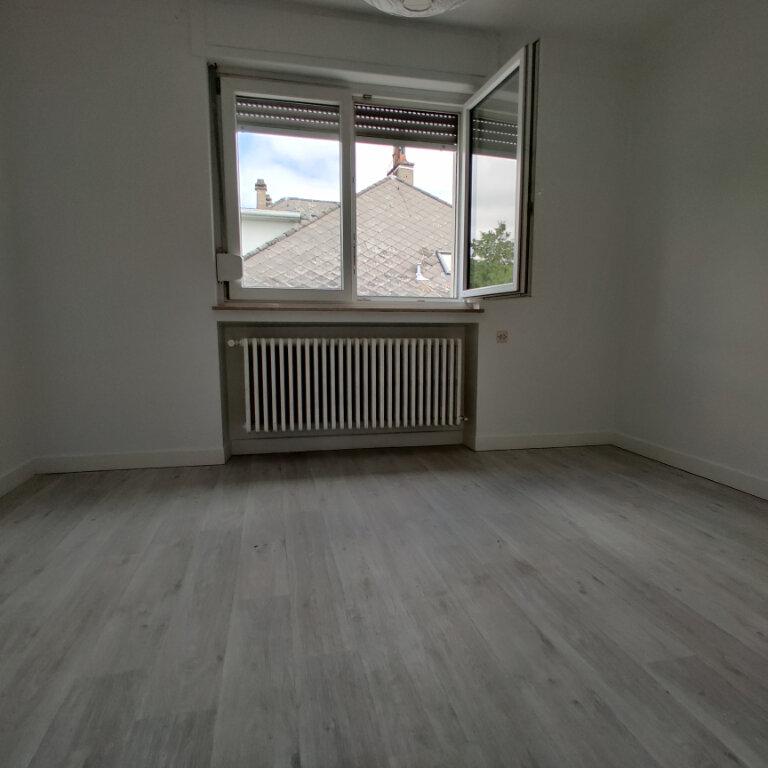 Appartement à louer 3 60m2 à Thionville vignette-2