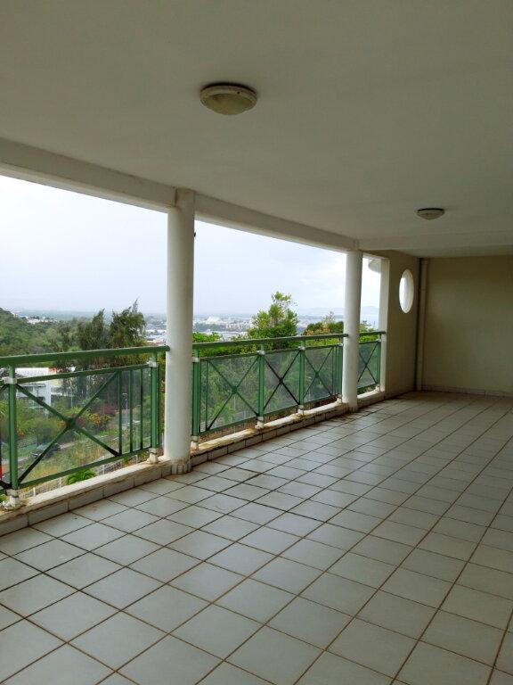 Appartement à vendre 4 125.08m2 à Fort-de-France vignette-1