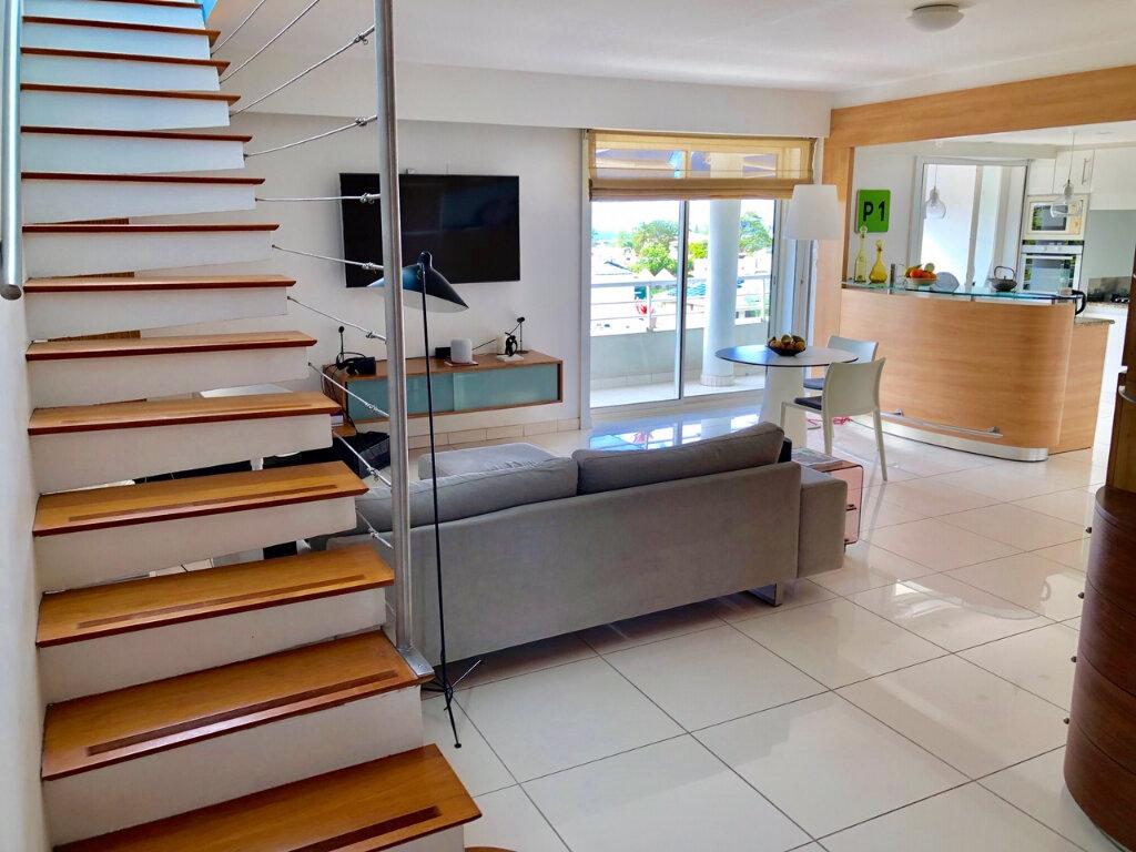 Appartement à vendre 3 143m2 à Fort-de-France vignette-2