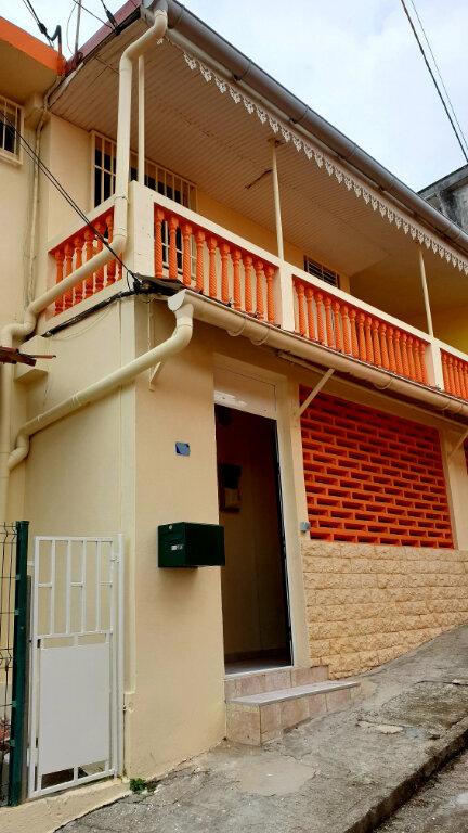 Maison à louer 3 78m2 à Fort-de-France vignette-1