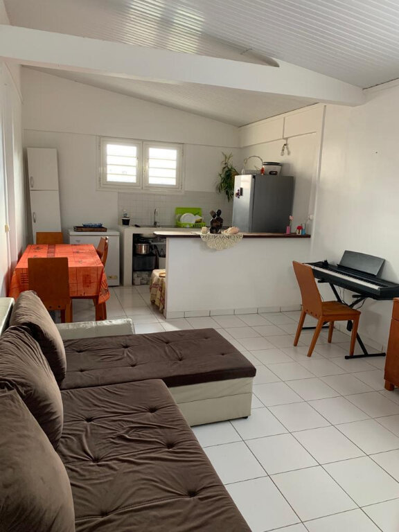 Appartement à louer 2 47.7m2 à Fort-de-France vignette-1