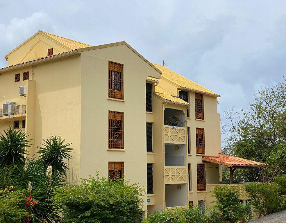 Appartement à louer 3 73.95m2 à Fort-de-France vignette-1
