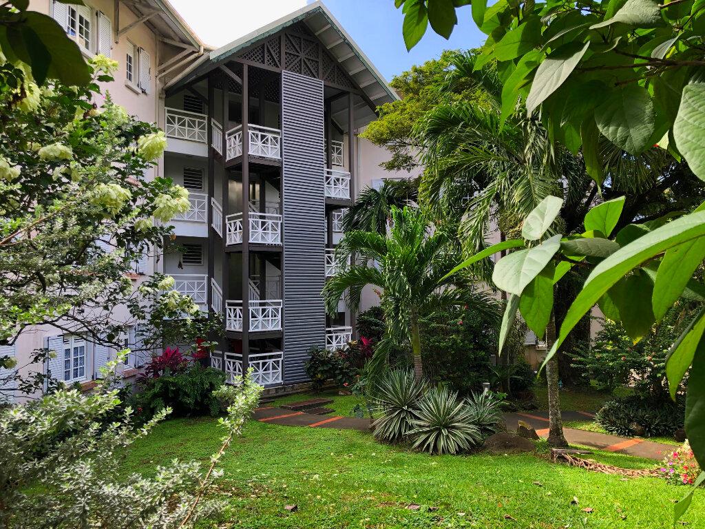 Appartement à vendre 5 118m2 à Fort-de-France vignette-1