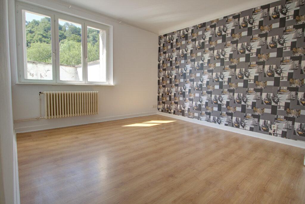 Appartement à louer 4 88m2 à Joeuf vignette-4
