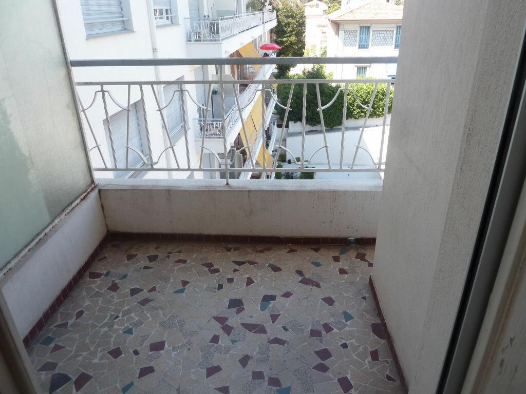 Appartement à louer 1 33.81m2 à Nice vignette-4