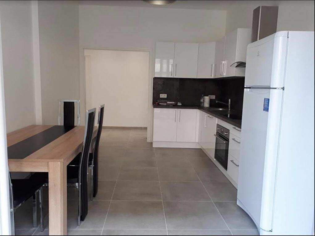 Appartement à louer 1 81.19m2 à Nice vignette-1