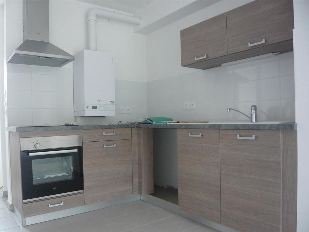 Maison à louer 3 61m2 à Saint-Denis-en-Val vignette-2