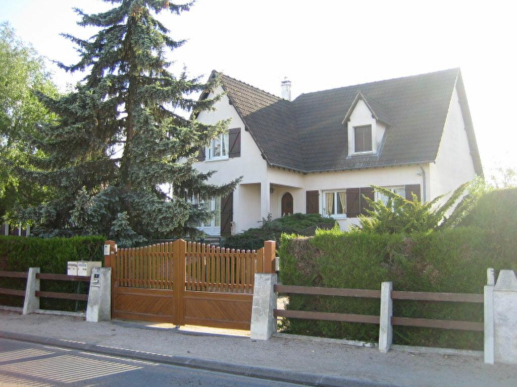 Maison à louer 8 175m2 à Saint-Denis-en-Val vignette-1