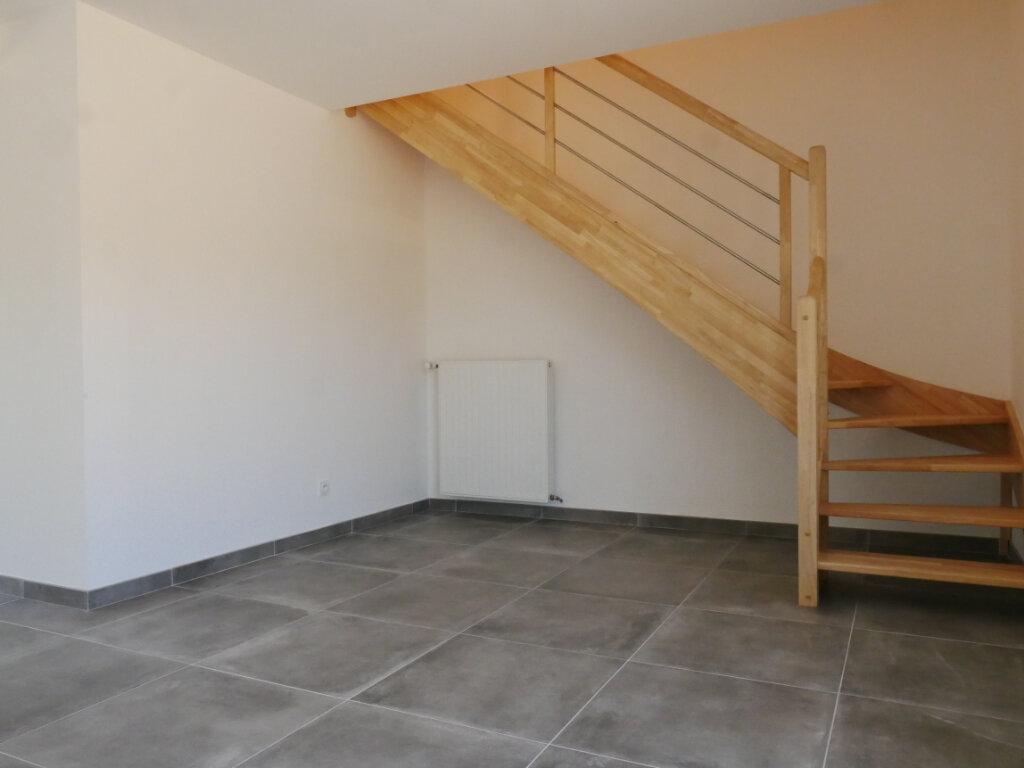 Maison à louer 5 116m2 à Saint-Denis-en-Val vignette-9