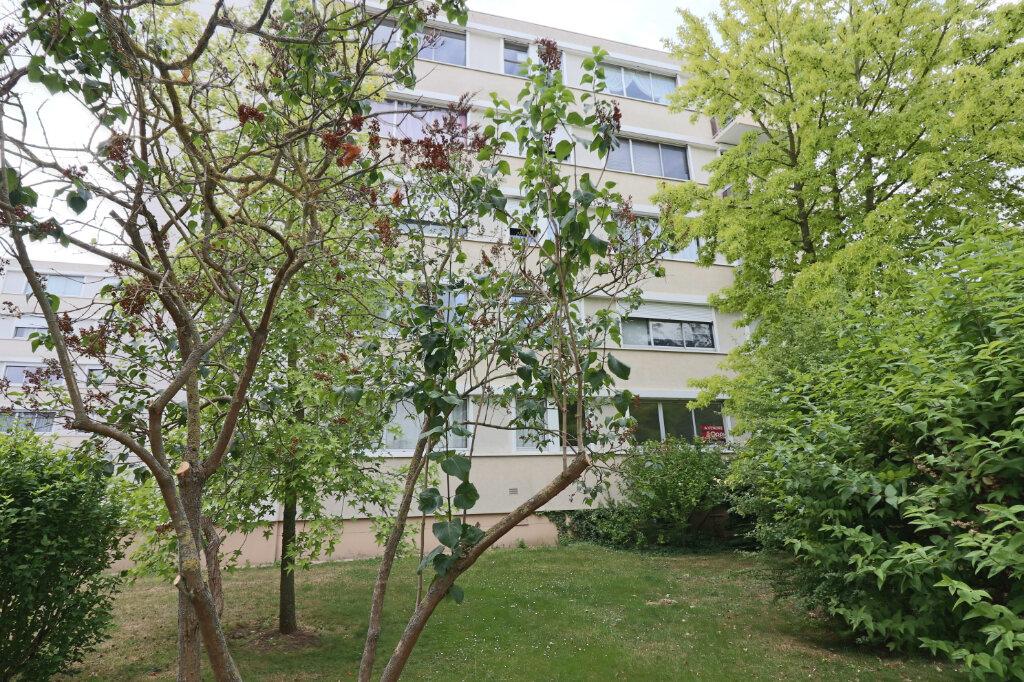 Appartement à vendre 4 69m2 à Saint-Leu-la-Forêt vignette-10