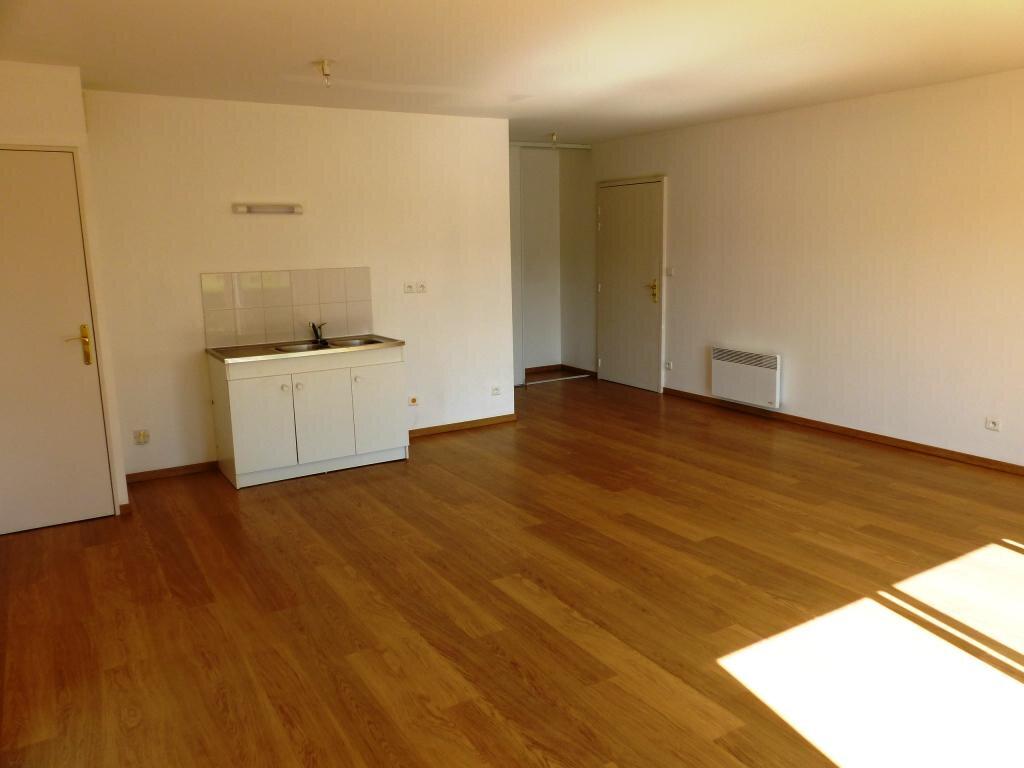 Appartement à vendre 3 66m2 à Sainte-Gemmes-sur-Loire vignette-2
