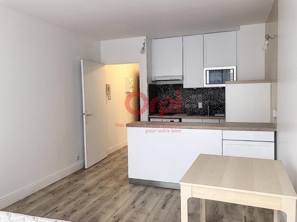 Appartement à louer 1 24m2 à Paris 15 vignette-1