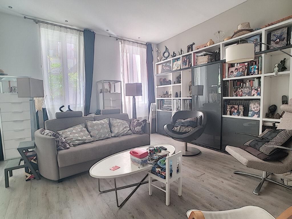 Appartement à vendre 3 67m2 à Paris 12 vignette-1