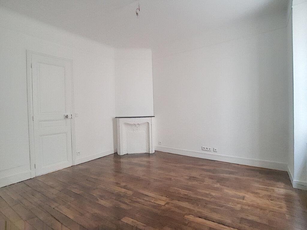 Appartement à louer 1 29.83m2 à Paris 14 vignette-3