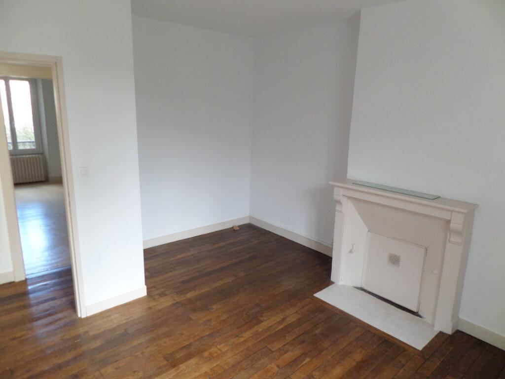 Appartement à louer 2 54m2 à Limoges vignette-3