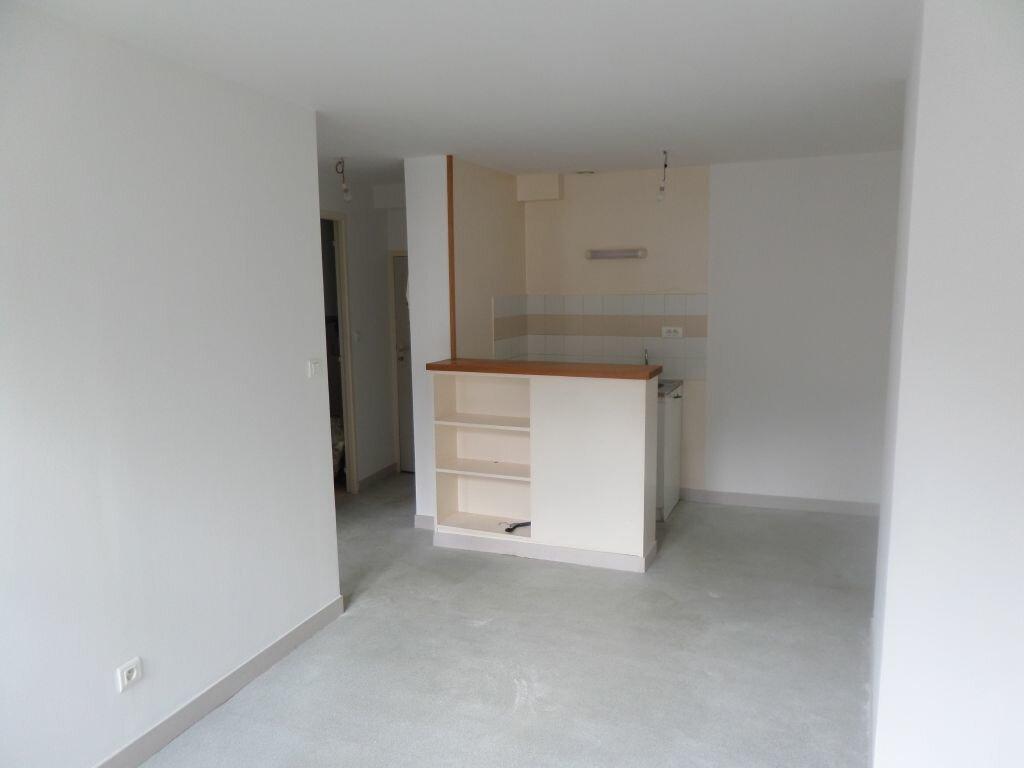 Appartement à louer 2 28m2 à Limoges vignette-2