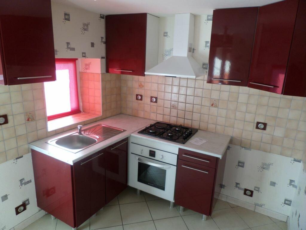 Maison à louer 4 72m2 à Saint-Priest-Taurion vignette-2