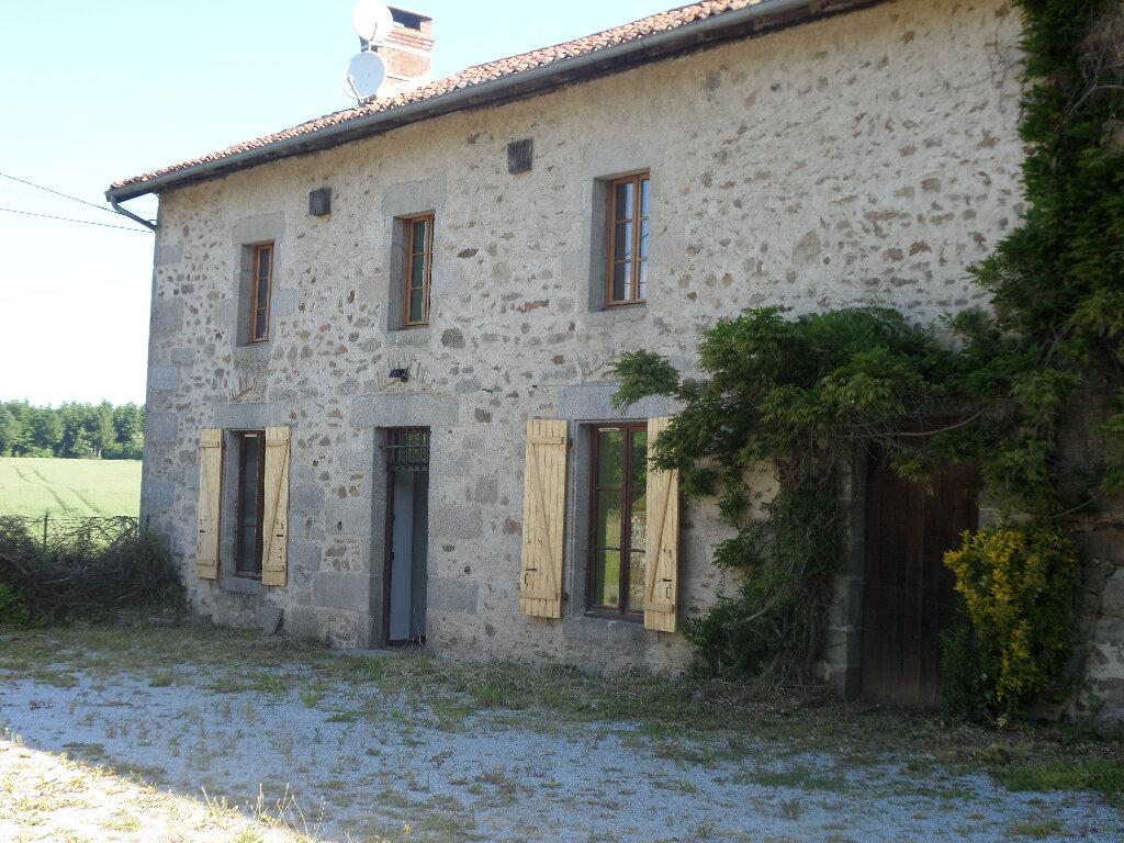 Maison à louer 8 193m2 à Saint-Priest-Taurion vignette-1