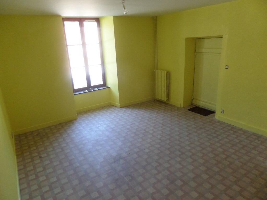 Maison à louer 8 193m2 à Saint-Priest-Taurion vignette-8