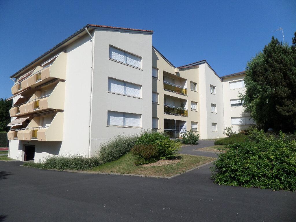 Appartement à louer 3 77m2 à Limoges vignette-1