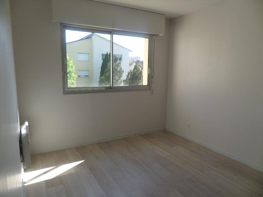 Appartement à louer 3 77m2 à Limoges vignette-7