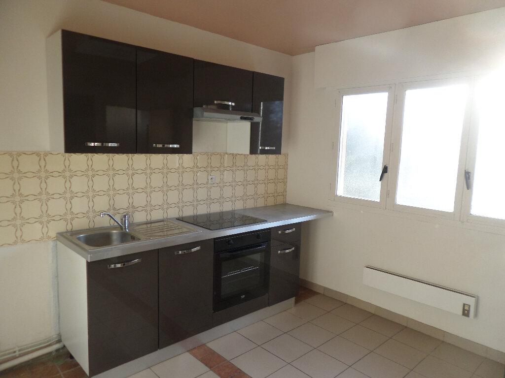 Appartement à louer 4 82m2 à Limoges vignette-2