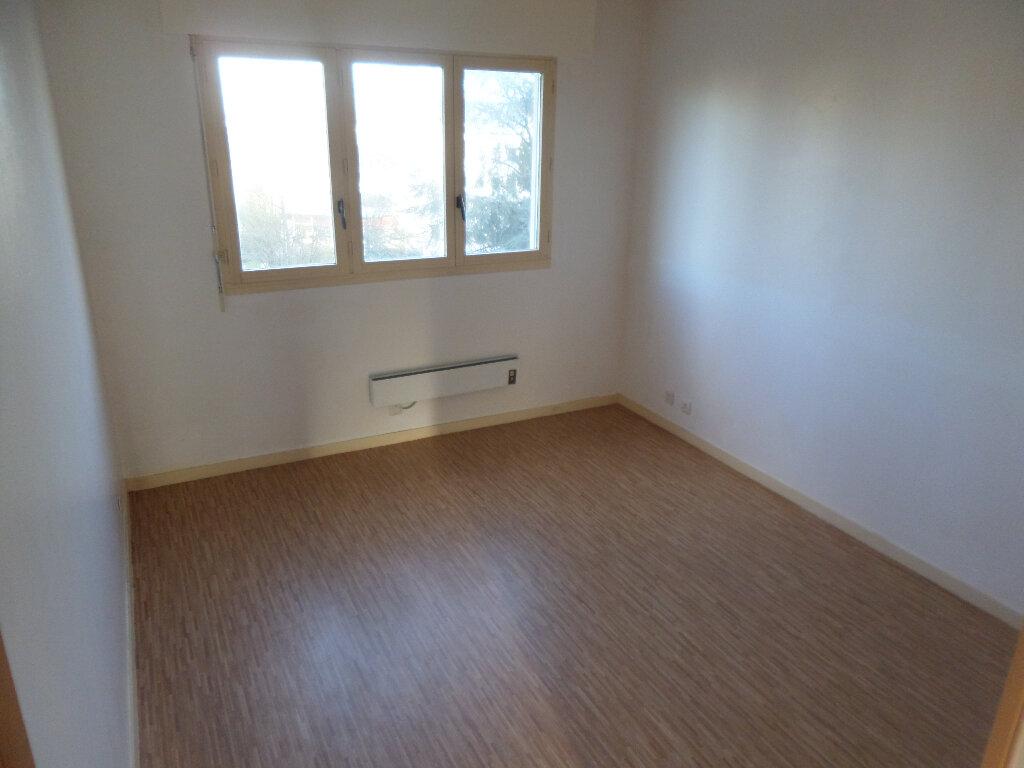 Appartement à louer 4 82m2 à Limoges vignette-3