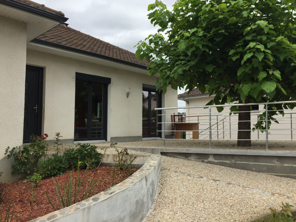 Maison à louer 5 117m2 à Aixe-sur-Vienne vignette-1