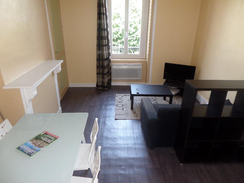 Appartement à louer 2 33m2 à Limoges vignette-1
