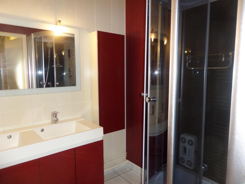 Appartement à louer 3 68.78m2 à Limoges vignette-2