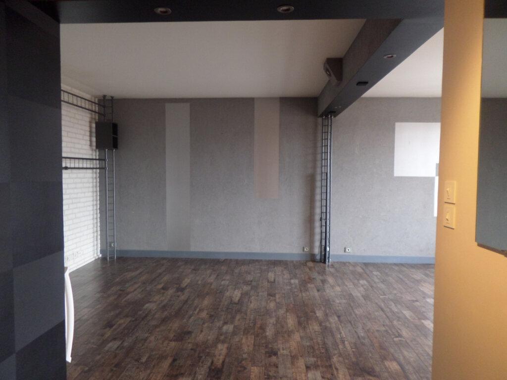 Appartement à louer 3 68.78m2 à Limoges vignette-3