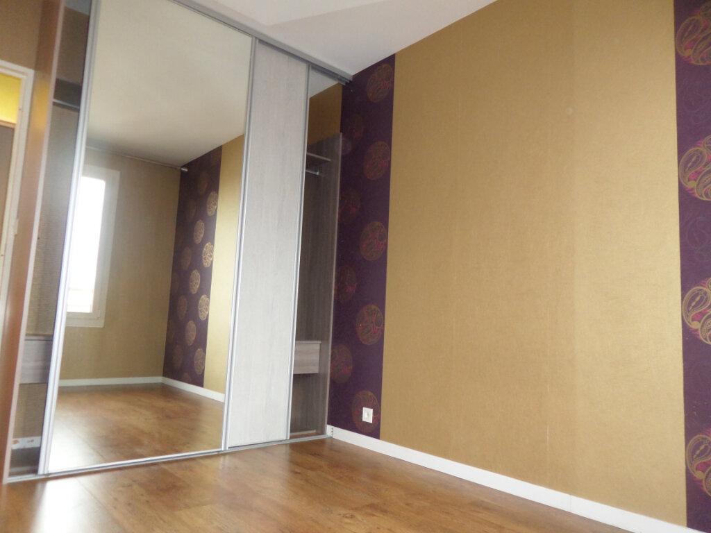 Appartement à louer 3 68.78m2 à Limoges vignette-5