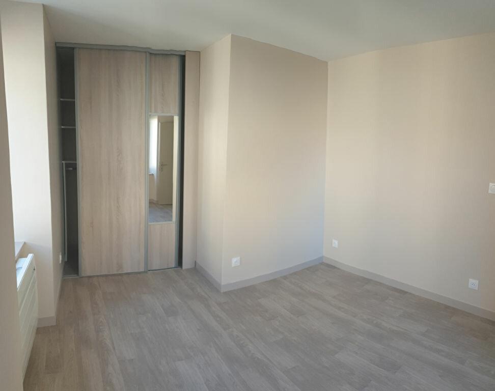 Appartement à louer 3 53m2 à Aixe-sur-Vienne vignette-2