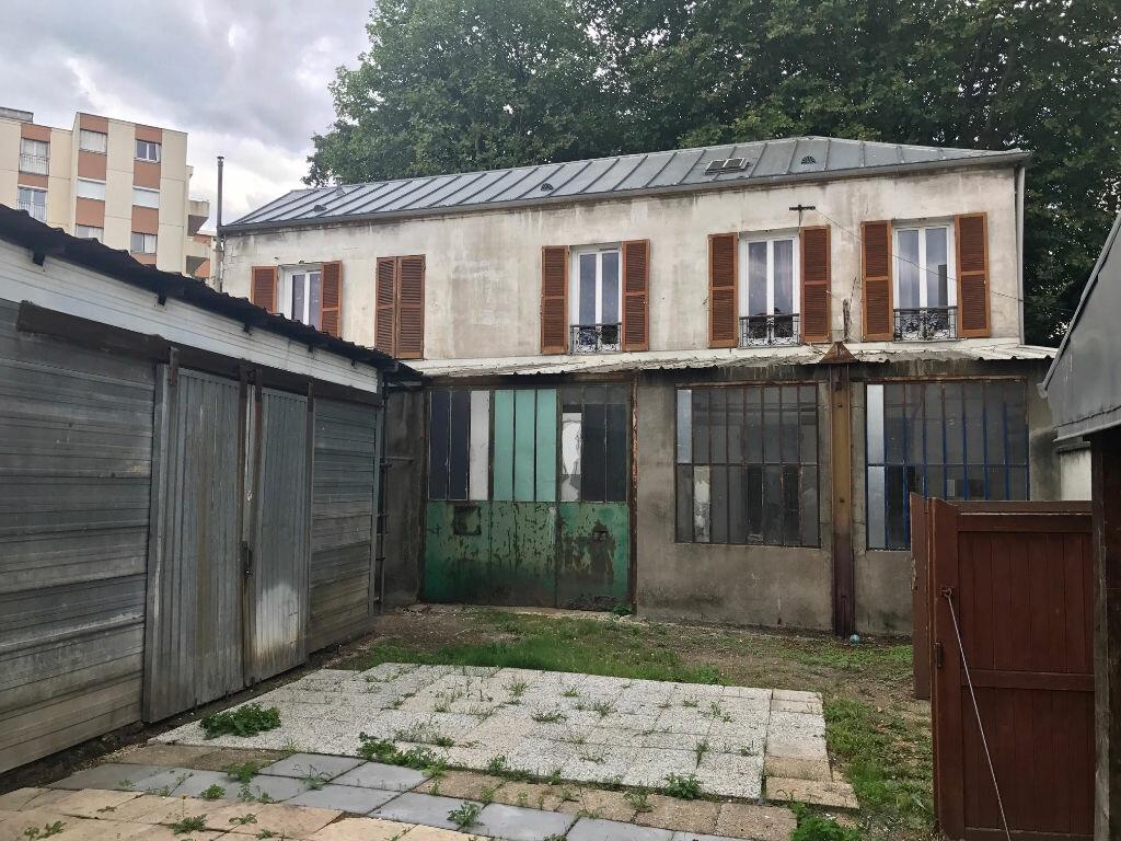 Immeuble à vendre 0 547m2 à Le Bourget vignette-1