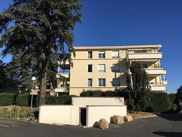 Appartement à louer 2 42m2 à Villefranche-sur-Saône vignette-1
