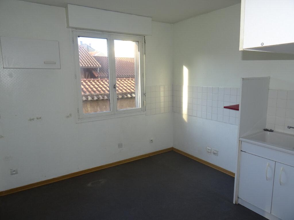 Appartement à louer 2 45m2 à Villefranche-sur-Saône vignette-2