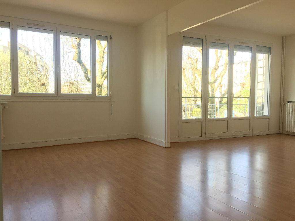 Appartement à louer 3 57.61m2 à Rouen vignette-1