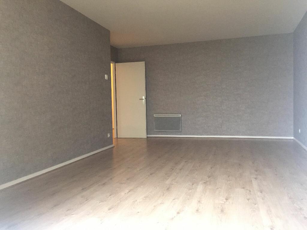 Appartement à louer 3 66.13m2 à Le Petit-Quevilly vignette-2