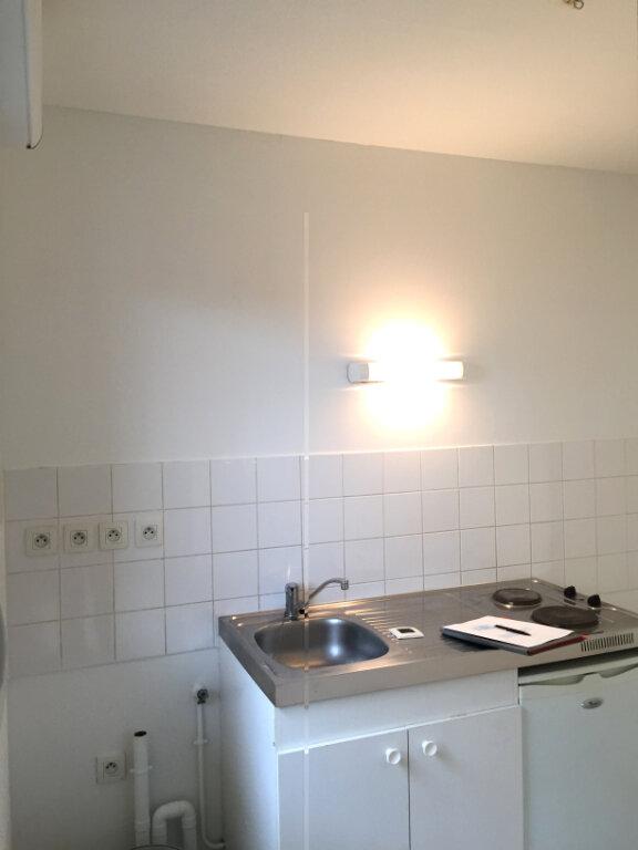 Appartement à louer 3 55.9m2 à Rouen vignette-10